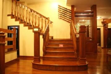 钢木楼梯和实木楼梯那个更好,更安全合用啊?