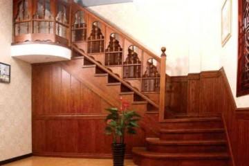 实木楼梯定制流程 室内木楼梯安装方法
