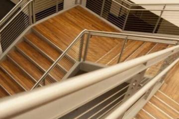 木地板楼梯安装方法 楼梯木地板安装注意事项