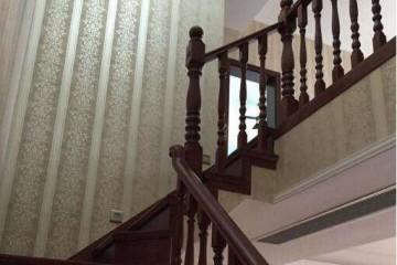 安装楼梯需要哪些配件?楼梯木龙骨怎样打?