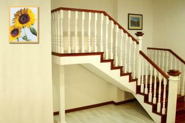 家庭实木楼梯有什么优点