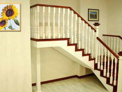 木楼梯图片 木楼梯安装 实木楼梯图片