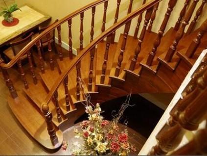 怎样保养实木楼梯?记住四个要点