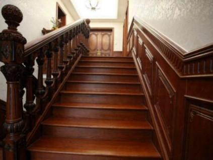 选择实木楼梯还是钢木楼梯?过来人说:不知道这些等着被骗吧!
