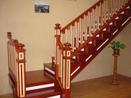 实木楼梯保养做好这4步,寿命延长可不少,后悔没早知道