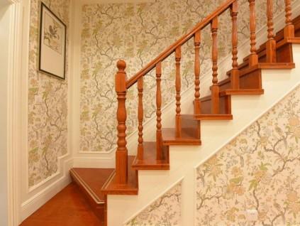 木质楼梯扶手和不锈钢的区别在哪儿?老师傅告诉你,别再装错了!