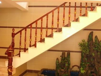 小户型可以选这样的实木楼梯